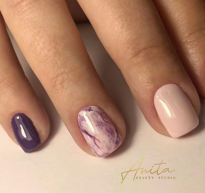 cliomakeup-unghie-autunno-2020-marble-nails-teamclio-1