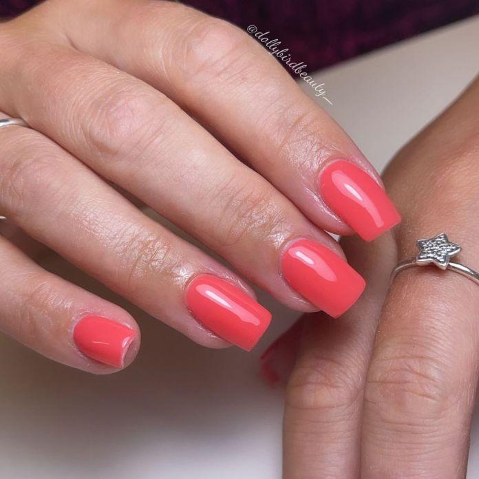 Cliomakeup-unghie-corallo-colore