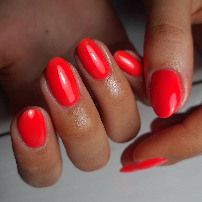 Cliomakeup-unghie-corallo-rosso