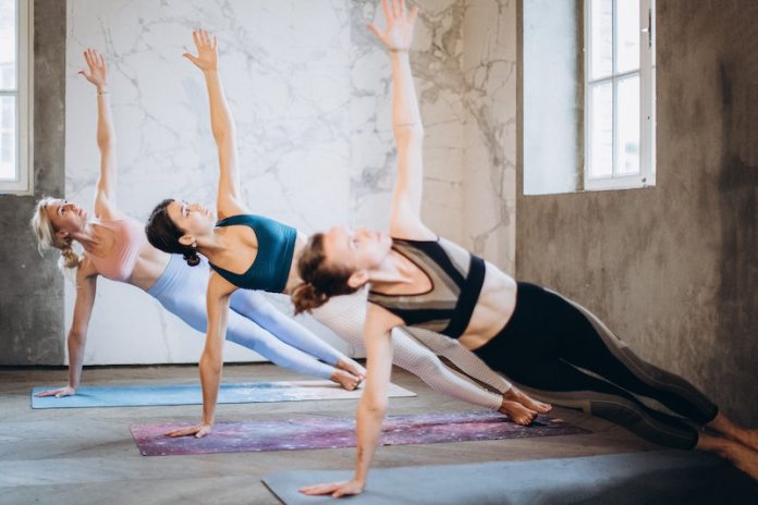 cliomakeup-allenamento-con-lo-step-teamclio-side-plank