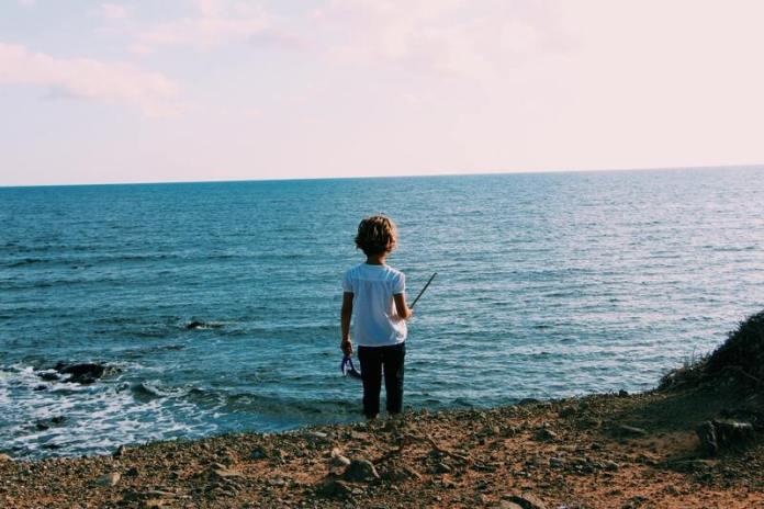 cliomakeup-cosa-fare-al-mare-con-bambini-scogliera