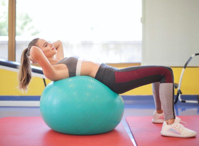 cliomakeup-esercizi-con-fitball-teamclio-12