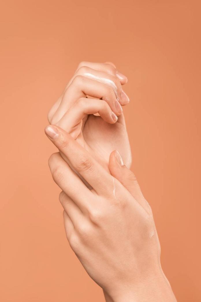 cliomakeup-unghie-che-si-sfaldano-mani