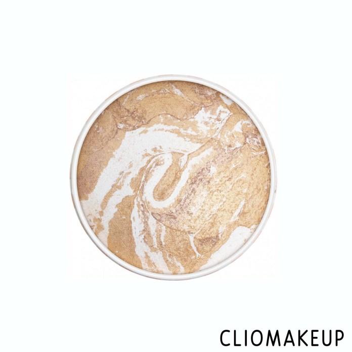 Cliomakeup-Recensione-Illuminante-Essence-Vintage-Beach-Baked-Highlighter-3