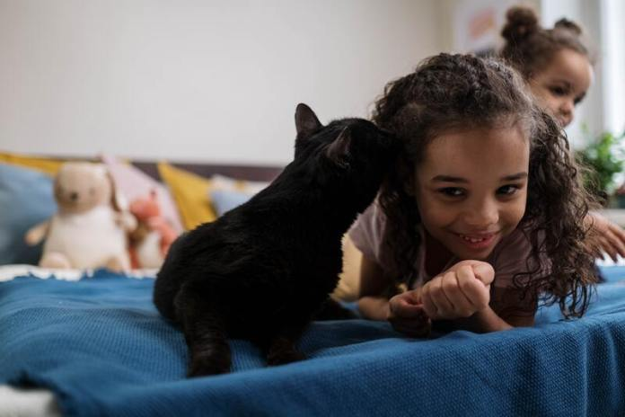 cliomakeup-animali-domestici-bambini-dormire-insieme