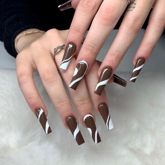 cliomakeup-dark-choco-nails-linee
