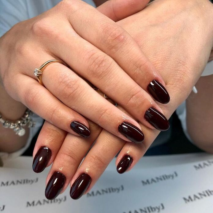 cliomakeup-dark-choco-nails-manicure-autunno-2021