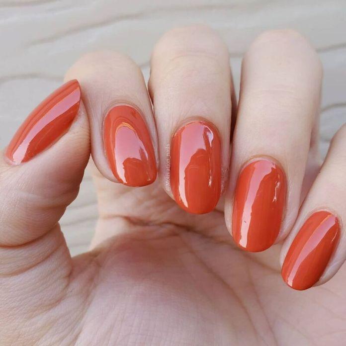 cliomakeup-pumpkin-nails-arancione-caldo