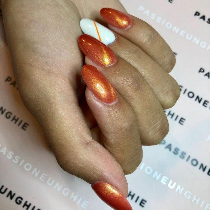cliomakeup-pumpkin-nails-iridescente