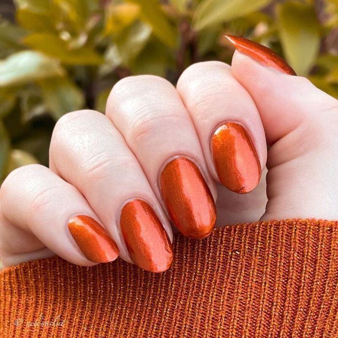 cliomakeup-pumpkin-nails-shimmer