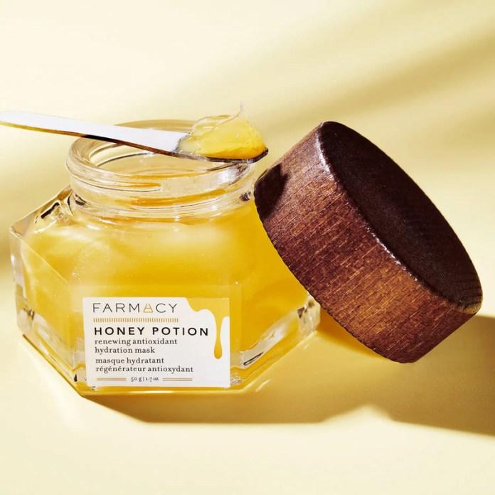 cliomakeup-skincare-routine-rientro-farmacy-honey-potion-maschera-viso