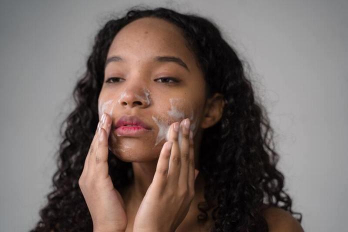 cliomakeup-beauty-routine-detox-viso-pexels-detersione