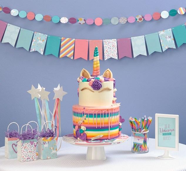 Unicorn birthday party #ctmh #closetomyheart #sunnydayscakes #ctmhlittledreamer #unicorn #birthday #party #little #girl #paper #papercrafting #decorations