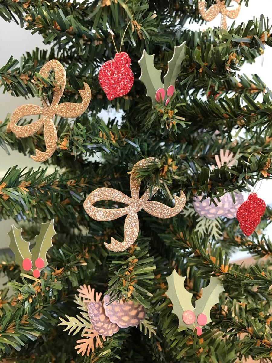 paper ornaments #ctmh #closetomyheart #paperornaments #ornaments #diy #Chrismas #tree #gold #bow #glitter