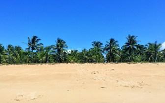 Visite praias e piscinas naturais em Guaiú, na Bahia