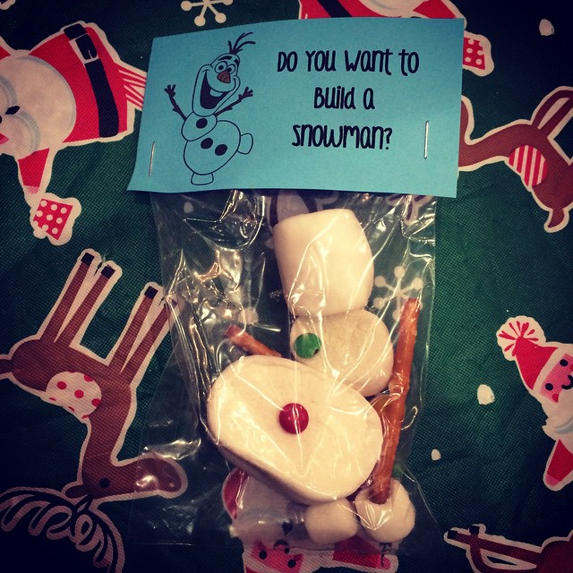 CocoFeed: Stopped by the Wrapping Party at our apartment complex last night for some homemade hot chocolate and they had these marshmallows. Cute idea!! @blackshirt89