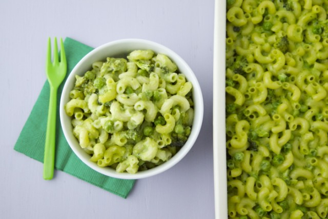 Green Mac and Cheese e1425325069674 Kid Friendly St. Patrick's Day Breakfast Lunch Dinner and Dessert