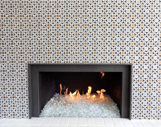 Clear Glass stones in the modern gas fireplace. Dancing flames,black metal fireplace with Wallpaper surround.