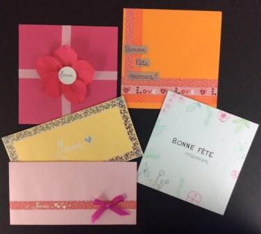 Enveloppes décorées de couleur