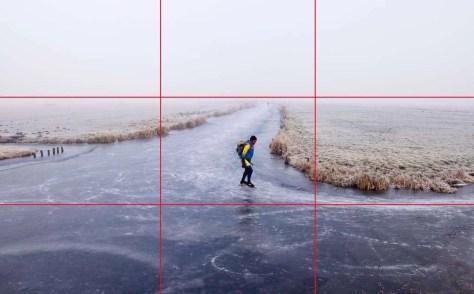 Voorbeeld van de eenderde regel: Voorgrond tweederde, lucht eenderde, in de middelste strook de weilanden, de schaatser in het middelste vak.  Nikon D90 • ISO 400 • f/9 • 1/320 @ 18mm.