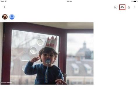 Het Album in Google Foto's. Als je een foto uit een album in je eigen bibliotheek wilt hebben, klik je op het 'Wolkje' rechtsboven in het scherm.