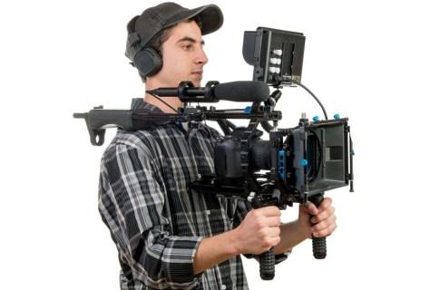 De rig-installatie in gebruik bij het filmen met een DSLR-camera (© ThinkStock – Philipimage).
