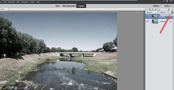 Door de dekking te verminderen schijnt er meer van de achtergrondlaag – de oorspronkelijke foto – door.