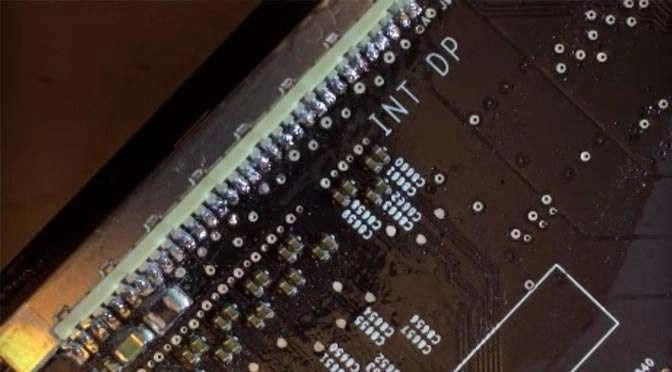 Een gecrashte iMac: de IPEX-connector mollen