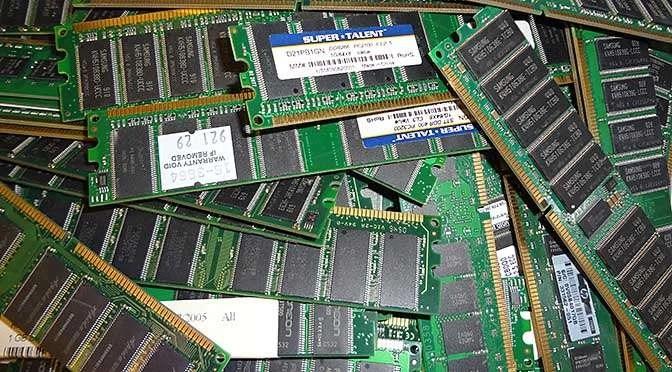 Hoeveel geheugen heeft Windows 10 nodig? (bron afbeelding: https://www.maxpixel.net/Circuits-Green-Board-Ram-Resistors-Memory-921458)