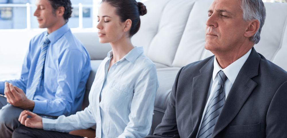 Bien-être et performance au travail grâce au yoga corporate