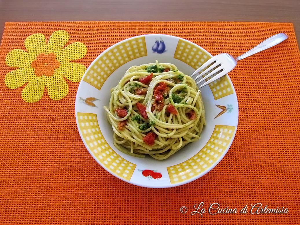 Spaghetti al pesto di prezzemolo e pomodori secchi