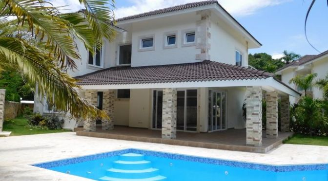 New Villa only a short walk from the beach