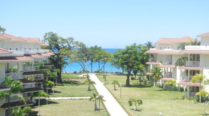 Fully Furnished, High End Beachfront Penthouse – Modern and New
