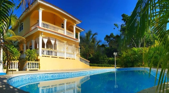 Newly Furnished Ocean View Villa – Walk to the Beach & Town
