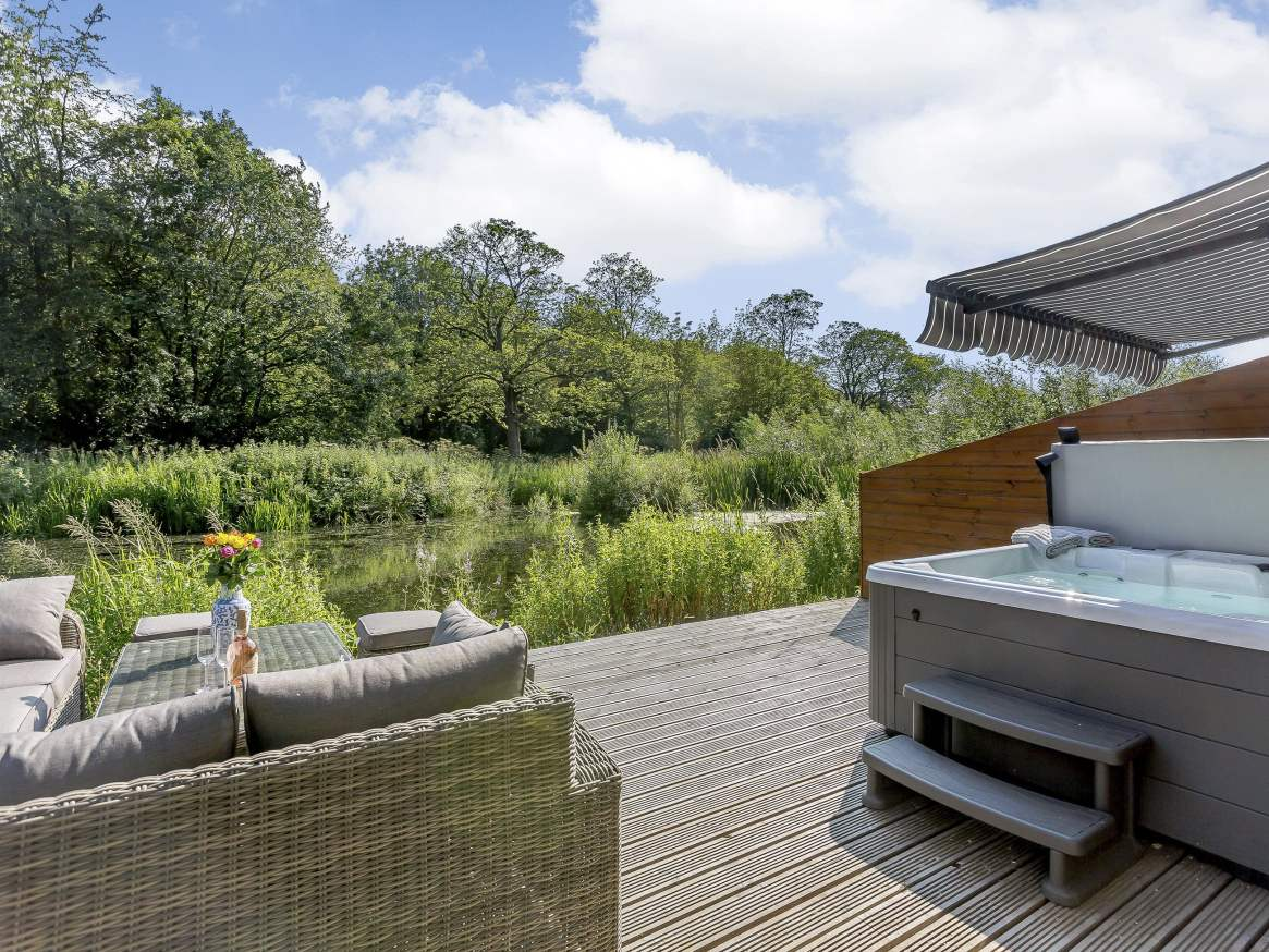 Yorkshire hot tub by water