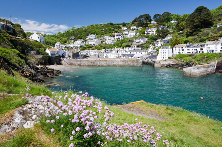 Cornwall: a stunning coast, smugglers' coves and wonderful walks along the beach are guaranteed to take you and your four-legged friends' breath away.