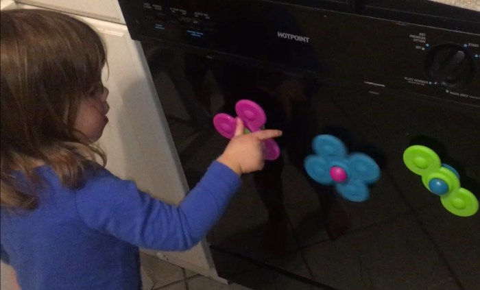 Whirly Squigz spinning