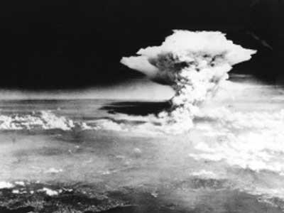 Bomba atômica encerra guerra, mas detona corrida armamentista | Blog do CPV