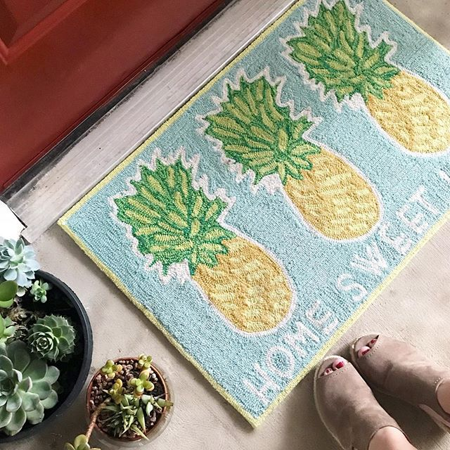 Pineapple Doormat.jpg