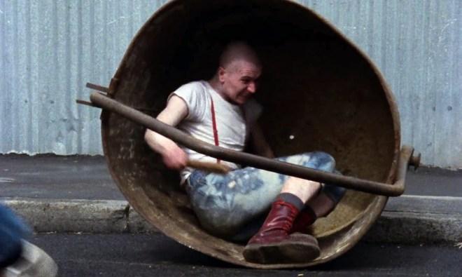 Gary Oldman nei panni dello skinhead Coxy