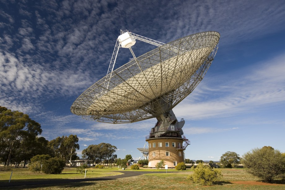 Our Parkes telescope was the first to detect the fast radio burst in 2007. © CSIRO, David McClenaghan