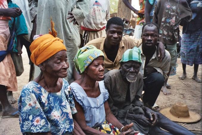 Les p'tits vieux du marché de Semaga...