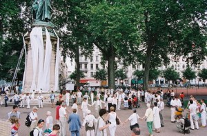 Action bandeau blanc à Lyon, place Carnot