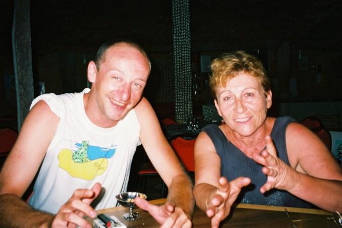 Tata Odile et Philou à N'Dangane en 2002