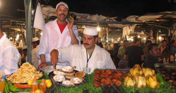 Place Jemaa el Fna, dinner and a show