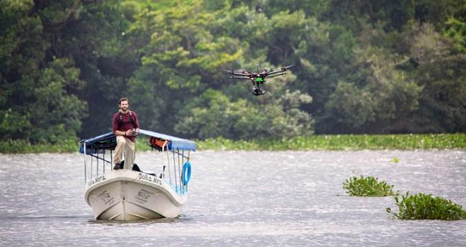 Alex Chacón et son drone, à Vera Cruz