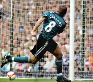"""Le """"swing"""" de Steven Gerrard"""