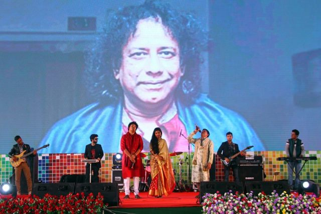 Daffodil International University paid tribute from 30 thousand Voices to Ahmed Imtiaz Bulbul and Ayub Bachchu