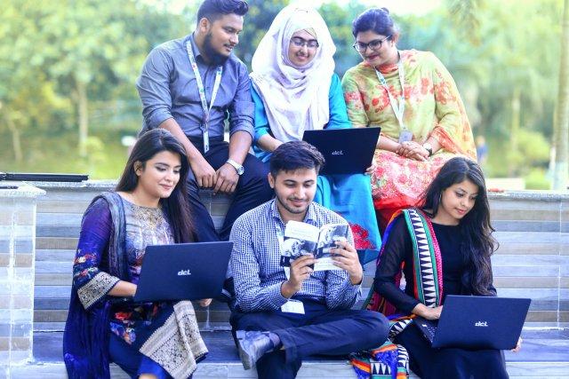 2000 students receives Laptop at DIU