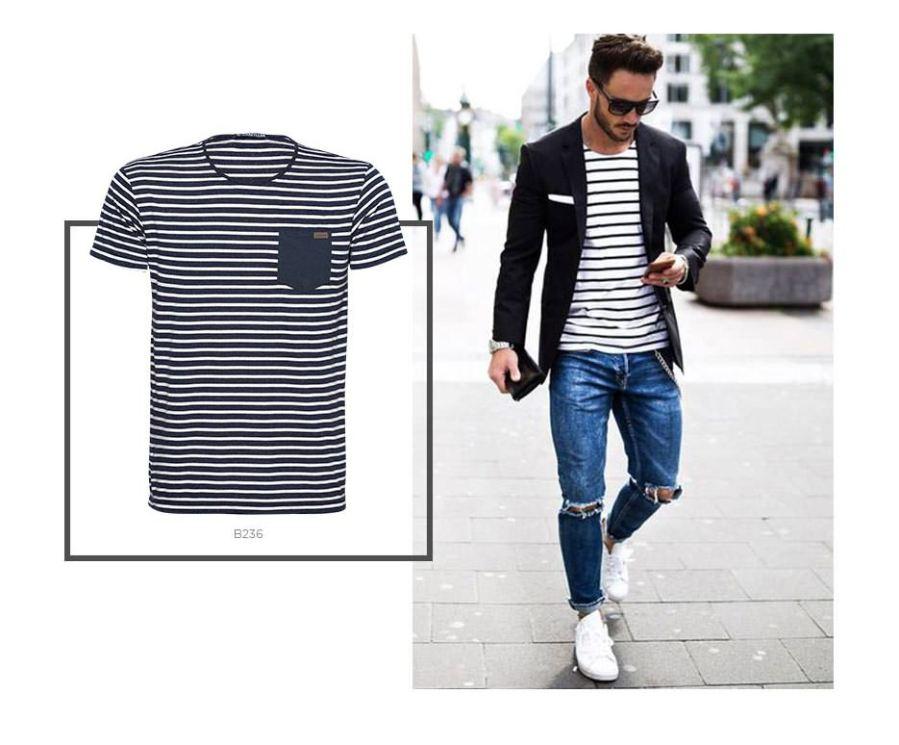 Camiseta listrada e blazer